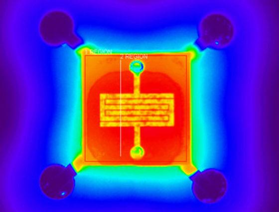 而MEMS气体传感器由于其体积小(mm级),传感器需要自加热到一定温度后,其传感器的精度才能达到最高,这就要求在研发和测试过程中对MEMS气体传感器的电阻丝温度测量,需要使用红外热成像显微镜,如图电阻丝只有几十微米